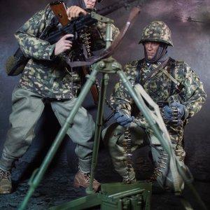 D80127 3rd SS Panzer Division MG34 Gunner Ver. C Curtis