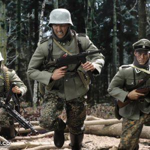 D80131 SS-Panzer-Divison Das Reich MG42 Gunner B Egon