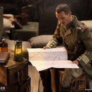 B11012 E60062 WWI BRITISH OFFICER AND WAR DESK DIORAMA